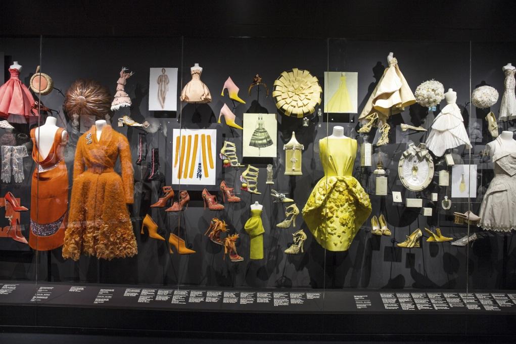 當時裝有足夠的深度走進博物館,它已成為了歷史的一部分;時裝被賦予歷史性,衣服也由商品變為文化資產。