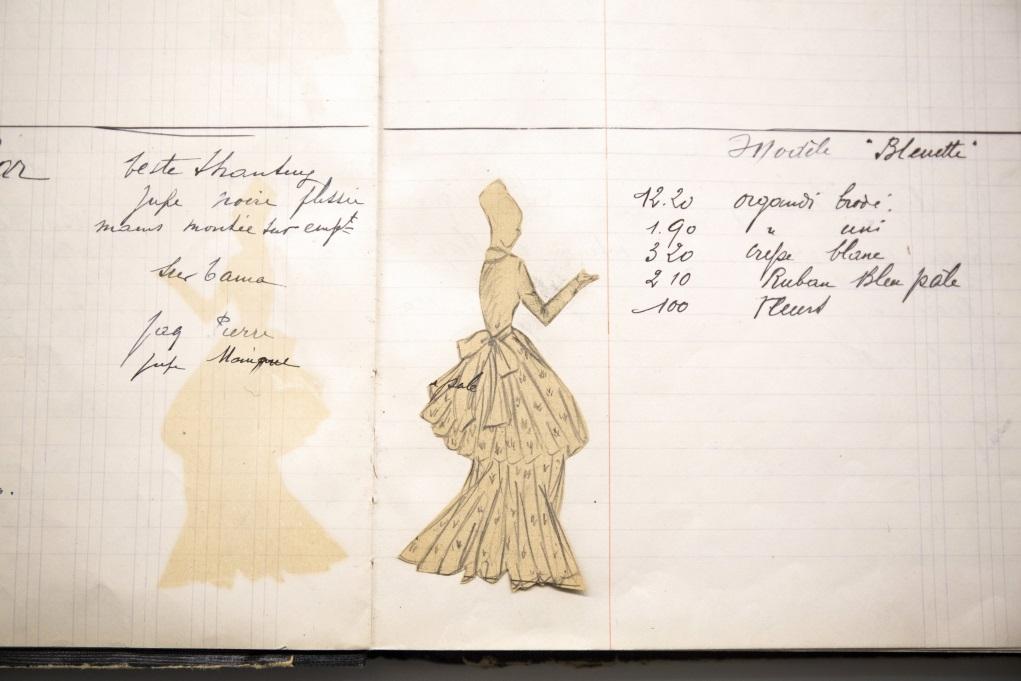 上世紀五十年代的時裝手稿,時代久遠而印下時裝歷史的烙印。
