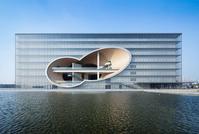 上海的保利大劇院也是安藤忠雄的作品