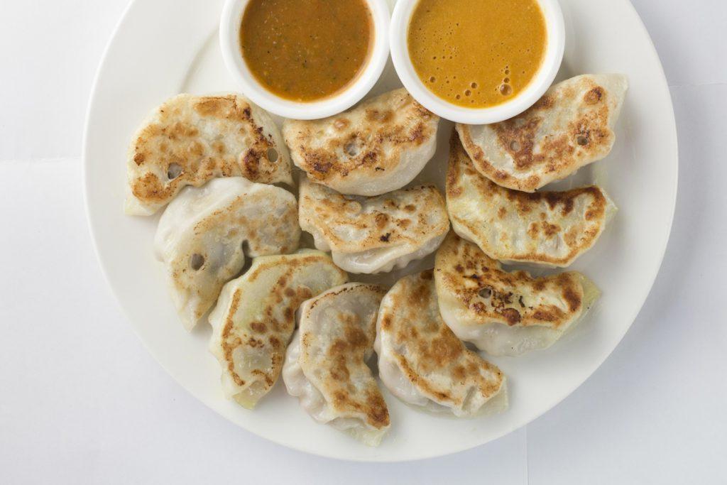 Yubi研發的餐單上有各種口味的Momo,亦有其他傳統街頭小吃。