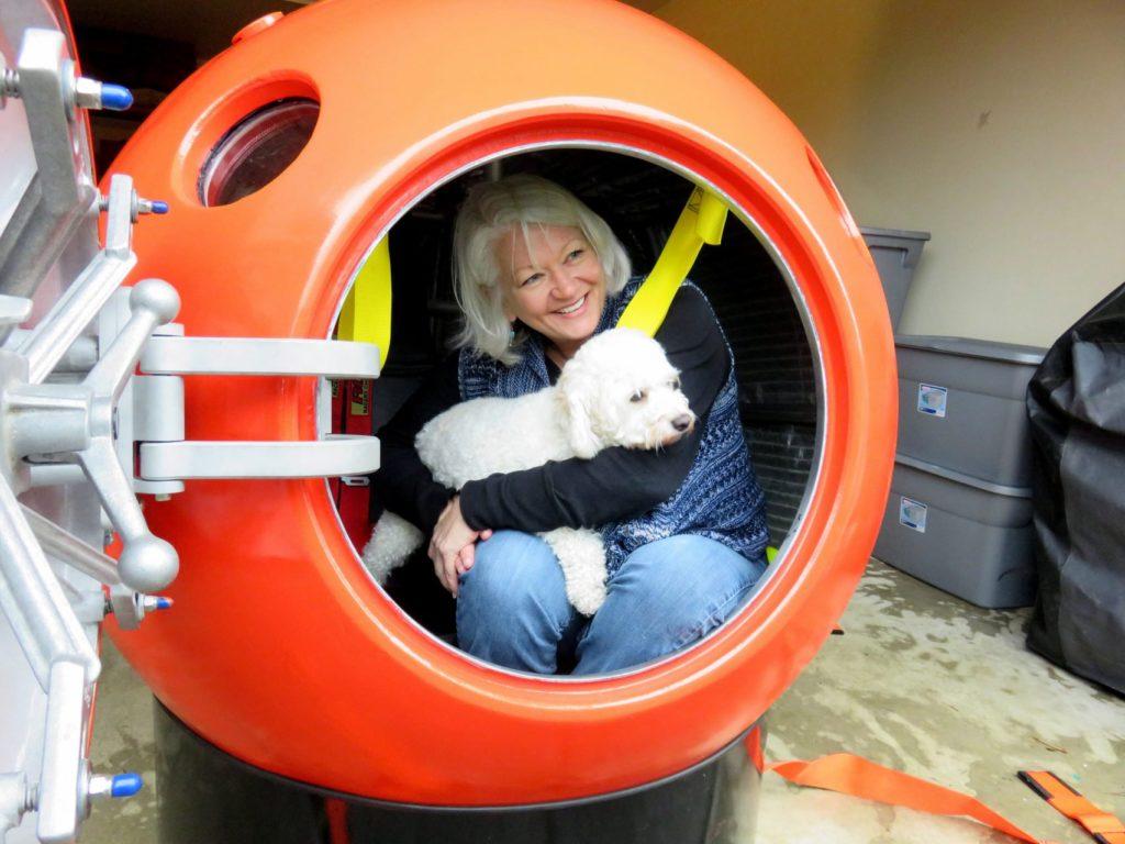 居住在華盛頓州長灘的Jeanne J女士是第一位購入Survival Capsule的顧客。