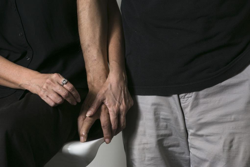 二人共同生活多年,一冷一熱,也塑造他們迵異的想法。