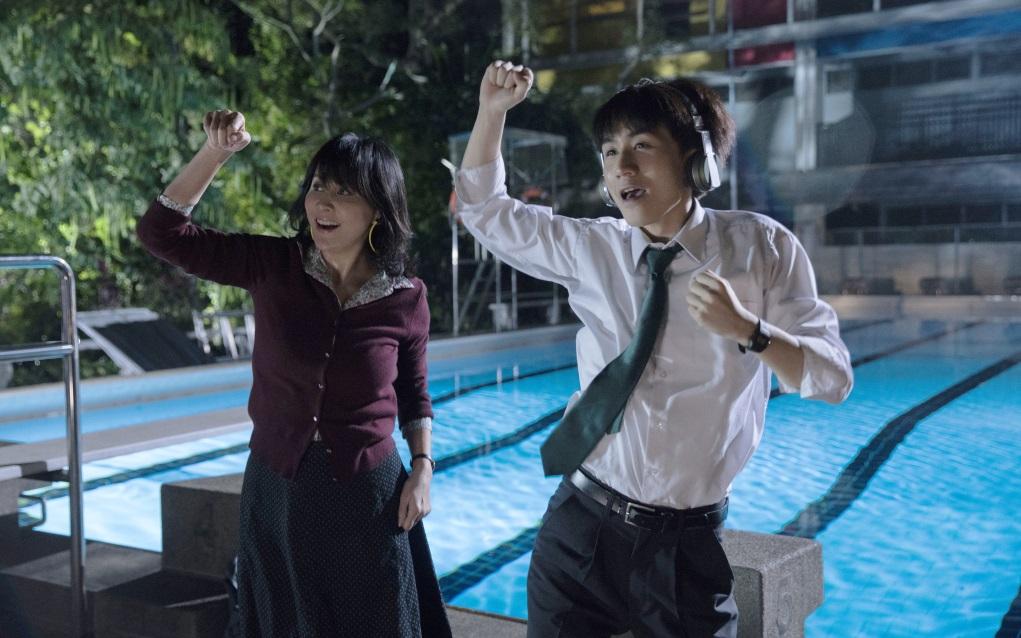 劉嘉玲於《以青春的名義》中擔任監製與女主角。