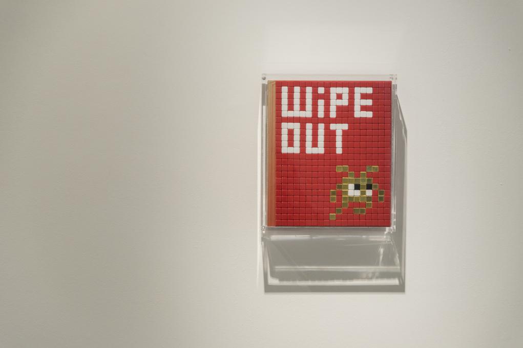 2015年Invader於元創方的展覽以「Wipe Out」為名,意指他的作品一概被香港的清潔工人殲滅。