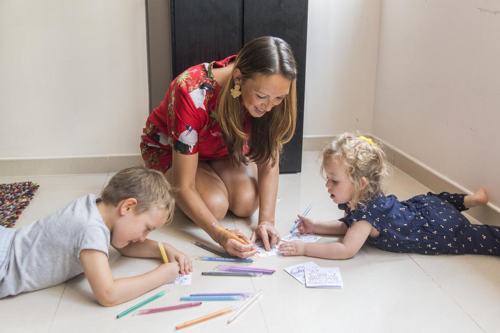 比起全職工作,Claire認為自立文具精品品牌,能多點時間照顧兒子Miller(左)和女兒Leila(右)。