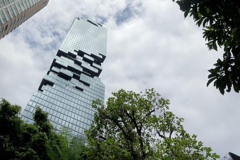 大廈樓高七十七層,外形似Pixel般凹凸不平,特別顯眼。