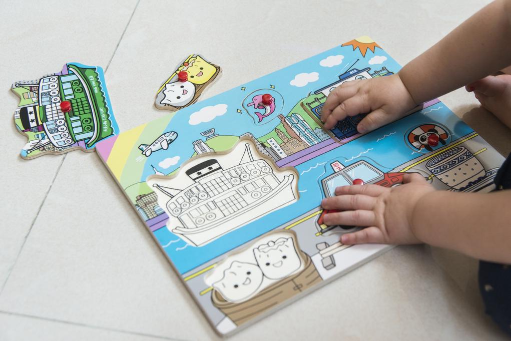 Claire指在本地找不到以香港為題材的拼圖遊戲,索性自行就住女兒學習程度設計,這款是最易階段,認識香港特色。