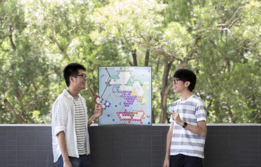 創作「選舉工程」桌上遊戲的Kenny(左)及Princeton都是中文大學學生。兩人一個讀會計一個讀化學,卻希望成為本土桌遊設計師。