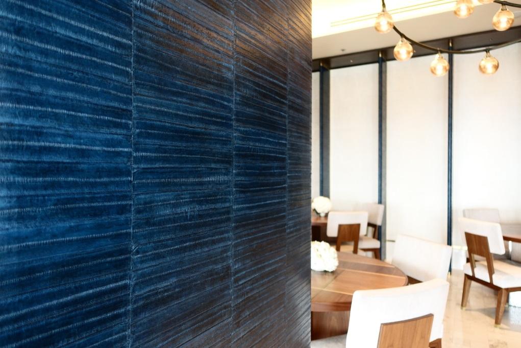 室內設計強調採用泰國手工藝,會所的鰻魚皮屏風就是本地工藝品之一。