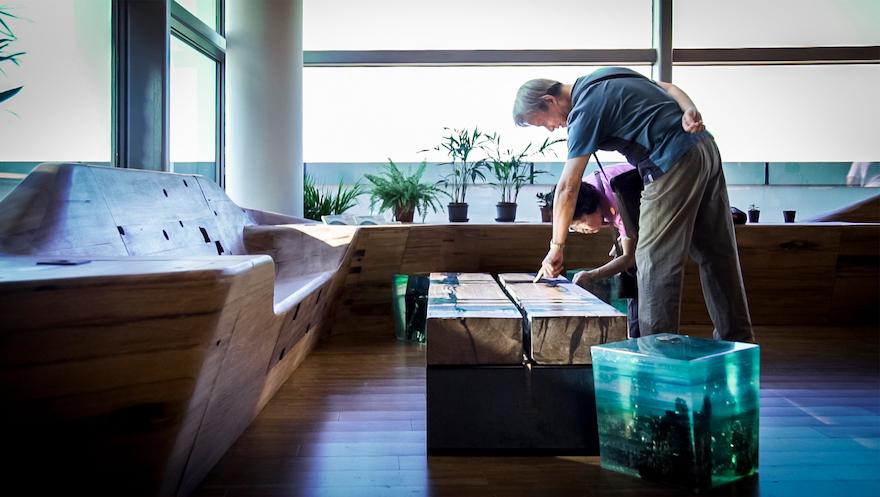 碼頭木傢俬令餐廳環境更有特色,配合環保主題。
