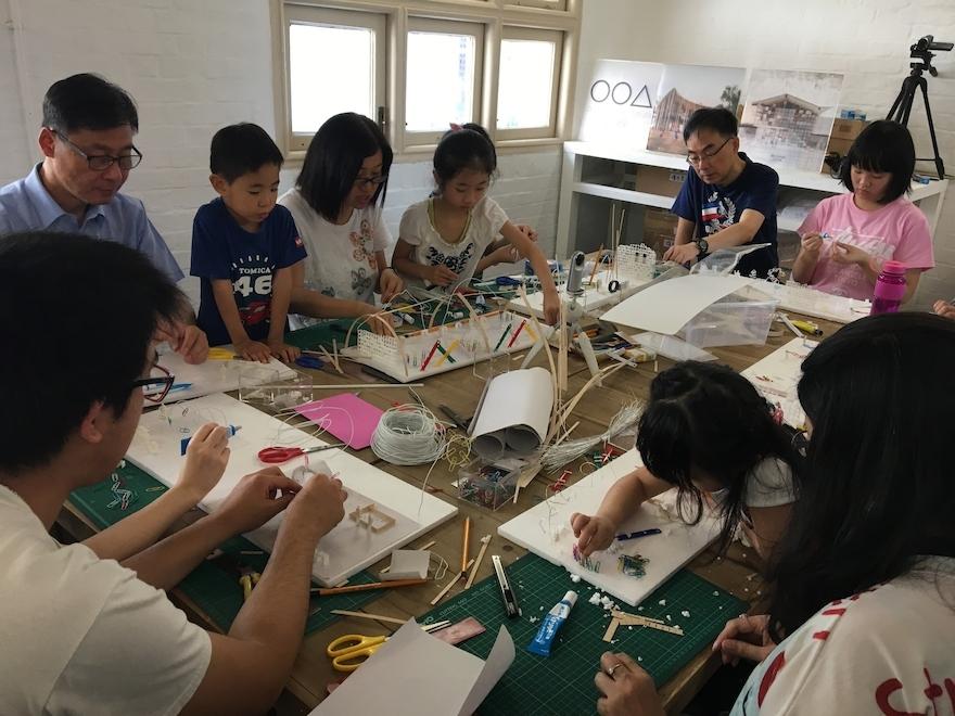 香港建築中心與北角藝術空間「油街實現」共同發起的「玩轉油樂場」,邀請一班年輕建築師策劃一連串公眾玩樂工作坊,當中不乏DIY元素。
