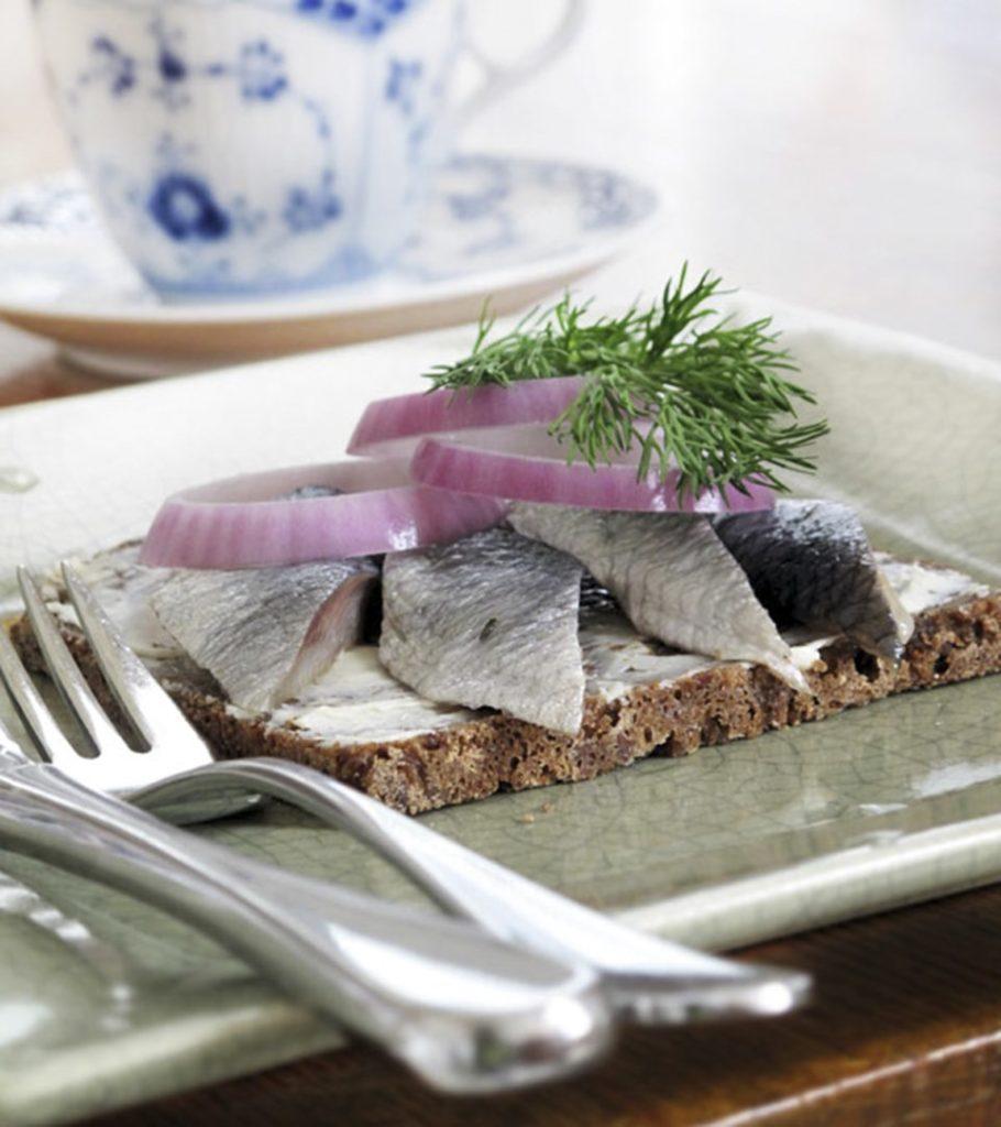 最傳統的丹麥醃鯡魚三文治(圖片來源:www.danishsandwich.com)