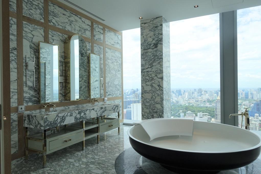 Simon喜歡使用雲石,難得整個浴室都是雲石紋卻不覺混亂。