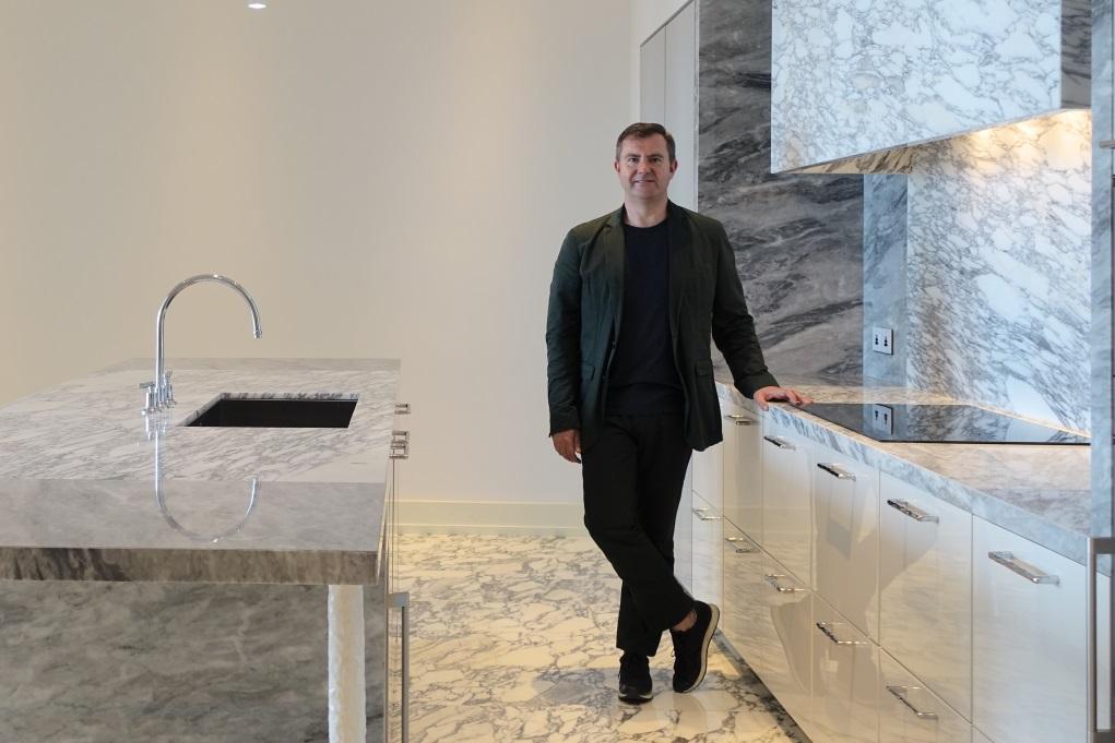 一般典型住宅,自己與鄰居的家都是一樣間隔,Simon希望藉不同室內設計,為每個單位賦予身份。