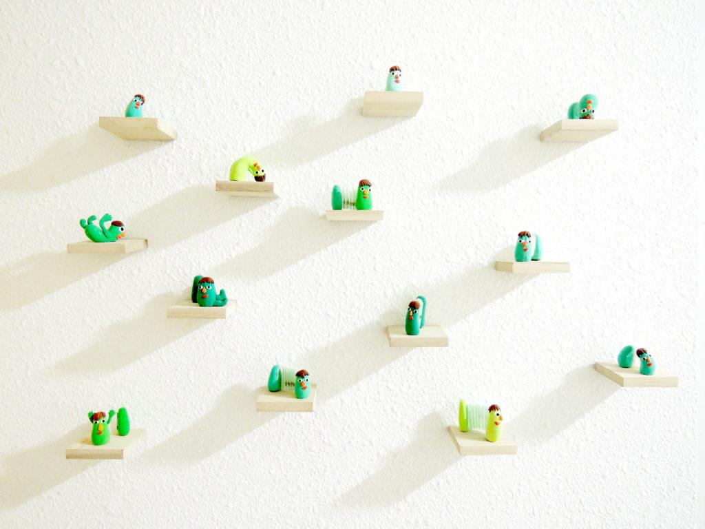 梁淑莊(Cucumber Leung)作品《青言瓜語》,呈現書本翻開合上,像自言自語的狀態。她說:「書沒嘴,但可說話;書沒手,但可記錄;書沒耳朵;但可聆聽。」(圖片由受訪者提供)