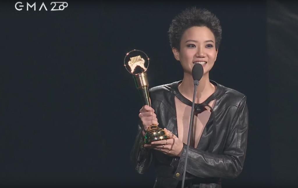 盧凱彤在金曲獎感謝太太余靜萍,說:「我知道我生命不完美,我的音樂不完美,但有了你,誰還需完美。」(相片來源:台視)