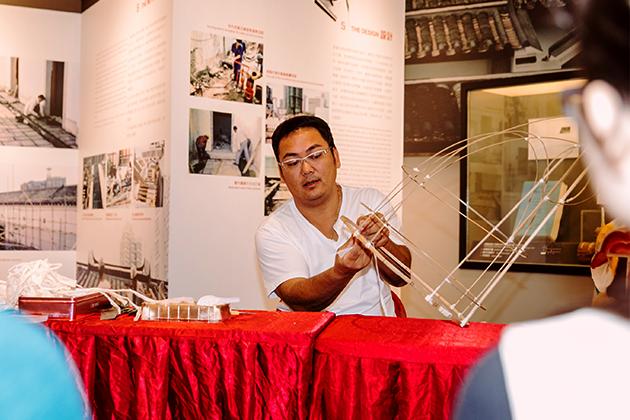 客家麒麟扎作師傅冒卓祺,在去年的市集中也分享了這項傳統扎作技藝。