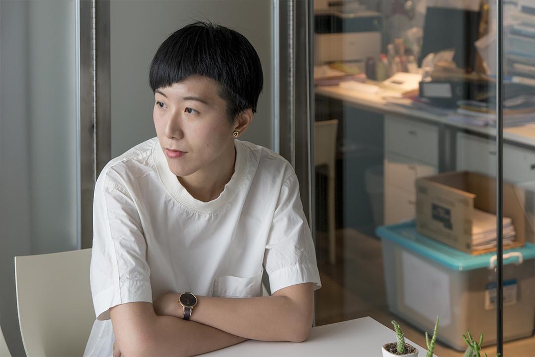 王樂儀曾是浸大人文及創作系的講師及研究生,現為作詞人。