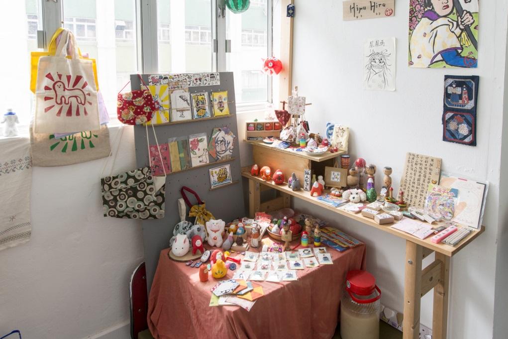 紙糊、刺繡、布品、印刷產品,通通都放在Hira Hira Store的小角落中。
