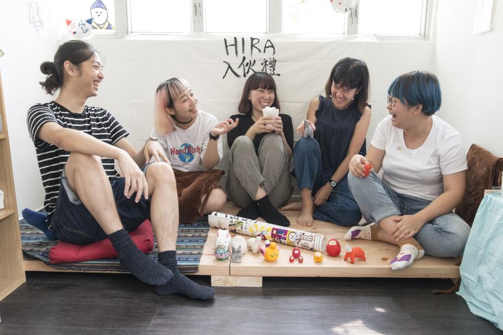 成員(左起)子聰、Sharon、阿怡、Yan、子形每人都有不同的風格,作品放在一起卻出奇地沒有衝突。