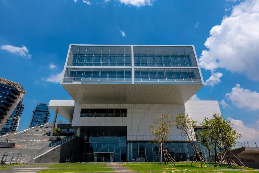 深圳海上世界文化藝術中心由普利茲克獎得主、日本著名建築師槙文彥(Fumihiko Maki)設計,是其首個中國建築項目。