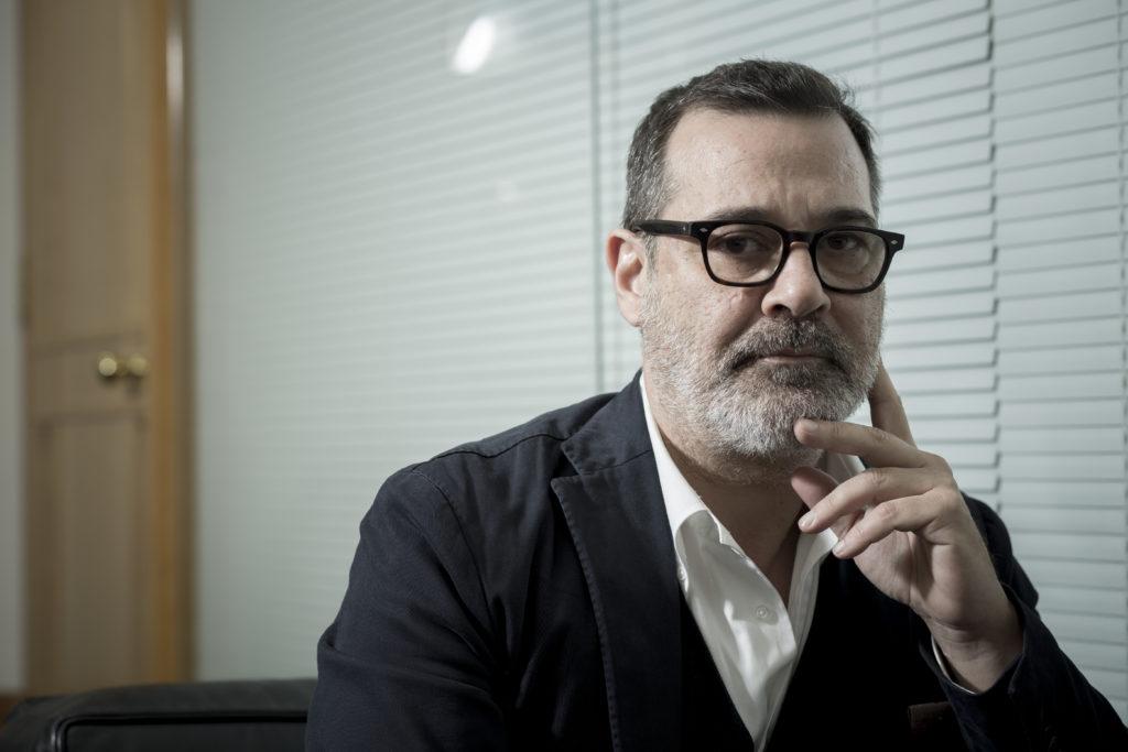 Dario Curaloto擁有豐富的建築設計經驗,近年亦常參與圖像設計、攝影、裝置、策展等工作。