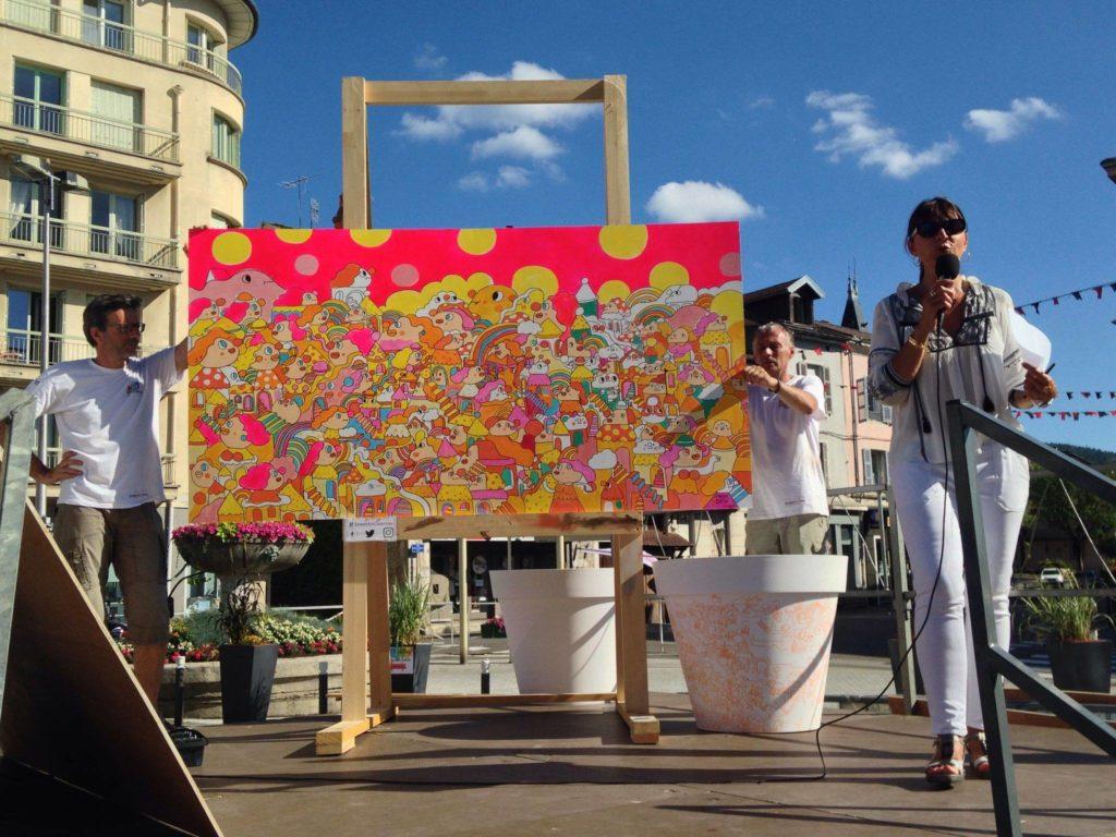 大會以「女性」作為主題,Messy Desk便把不同身份的女生畫滿整塊木板,最後成為當日拍賣會叫價最高的畫作,成功以€2,300售出。(圖片來自Art in Haut Bugey官方專頁)