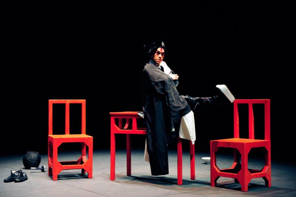 《俺‧武松》不設獨白與唱曲,令觀眾把注意力放在音樂、鑼鼓與動作。(綵排攝影: Jesse Clockwork)