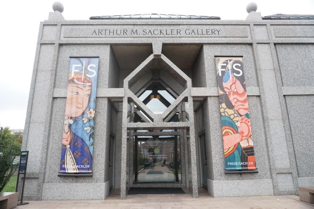 展覽在華盛頓的Arthur M. Sackler Gallery舉辦,該館擁有全美最大的亞洲藝術資源圖書館。