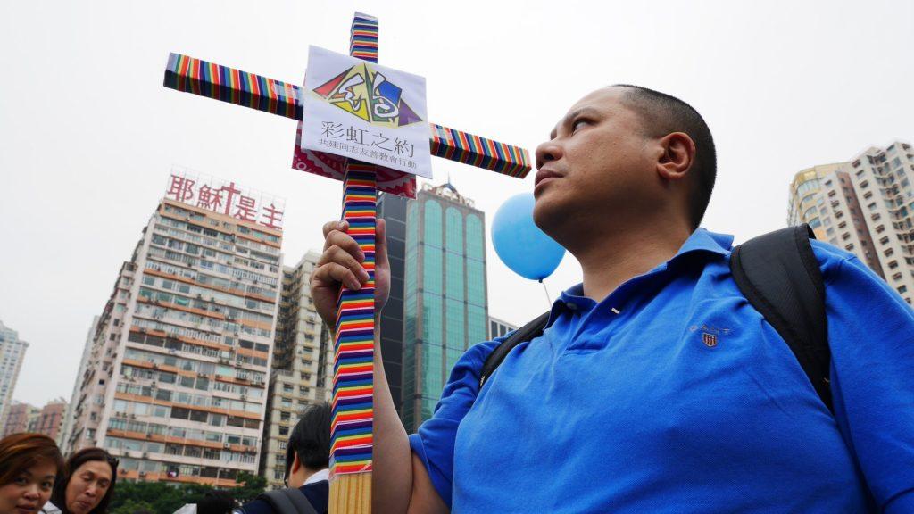 香港第一個同志遊行只是文可風聯同幾個搞手,在蘭桂坊兜一圈,只有百多人圍觀,規模不似今日。