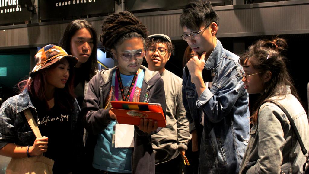 除了音樂節演出,二人亦參觀了韓國的音樂展演空間 Platform 61,了解南韓的獨立音樂生態。