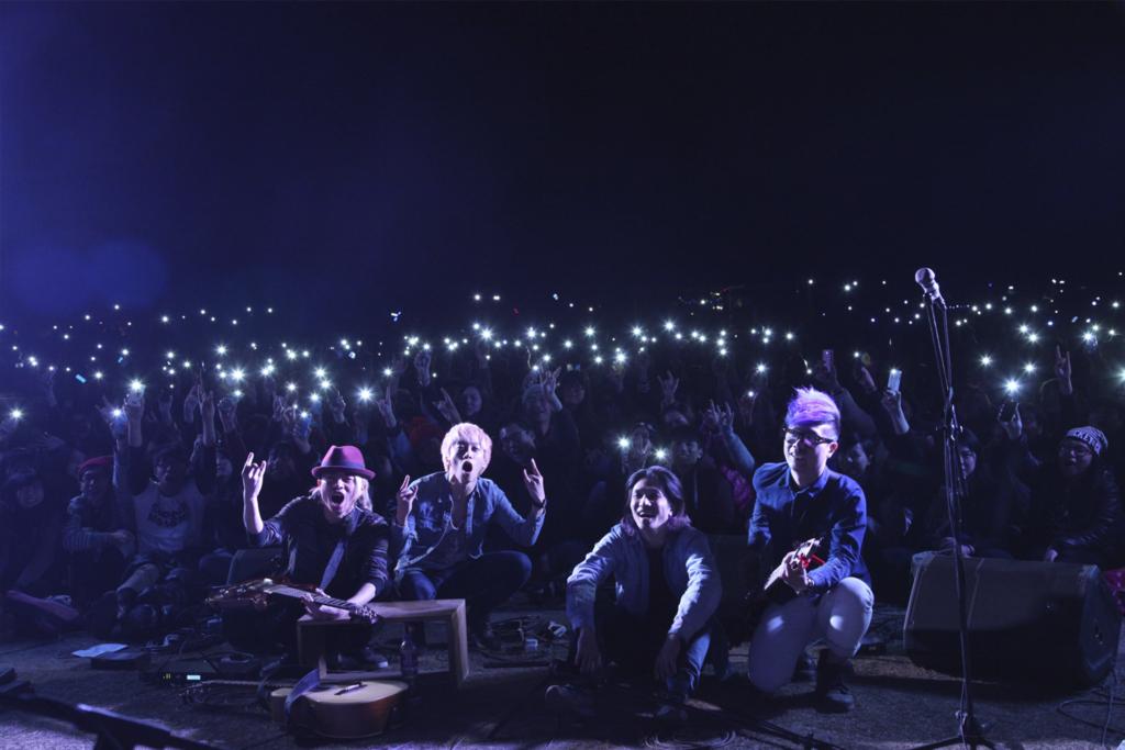 2014年,本地樂隊Supper Moment 在第一屆《草民音樂營》與樂迷合照。