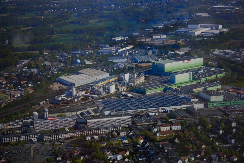 作為家族企業,雖然面對的是全球高級家電市場,大部分生產都在Miele發源地Gütersloh,及附近Bielefeld和Bünde等小城鎮。