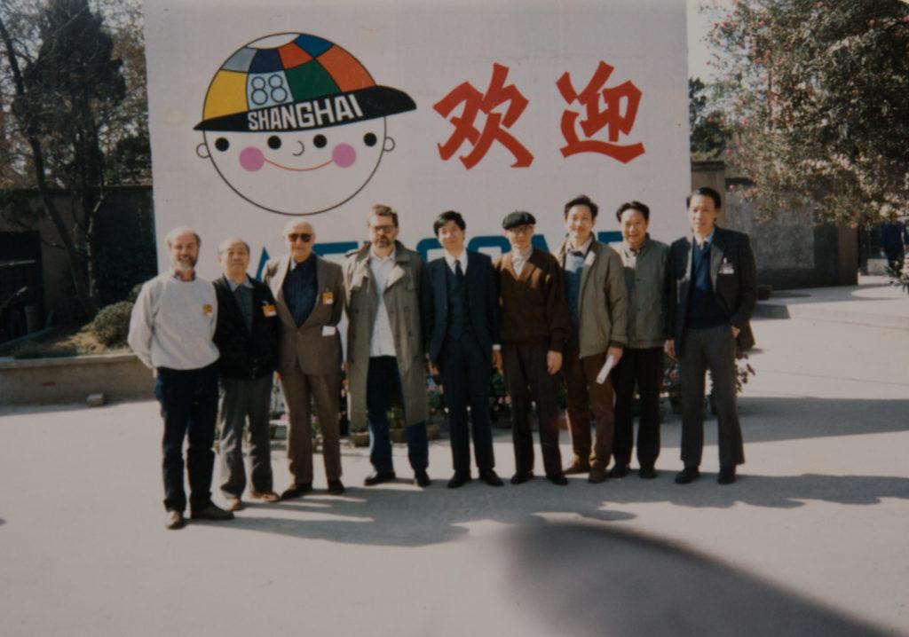 二人1988年於《第一回上海動畫展》再碰頭,當時手塚(右四)已因胃癌瘦削了不少。