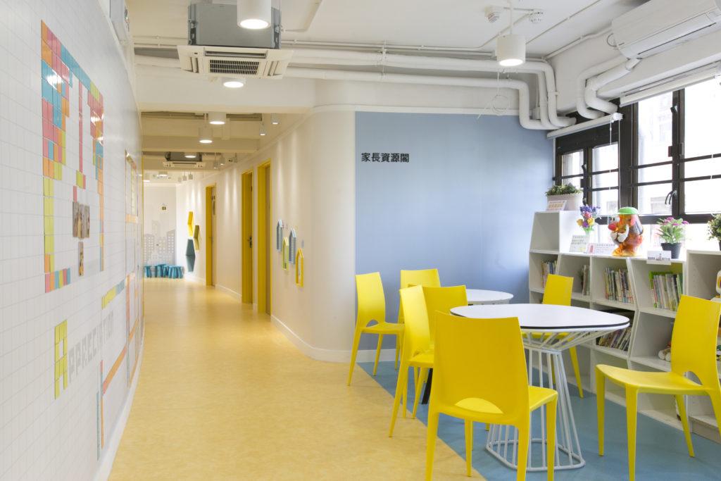 以粉藍色和鵝黃色為主色調並貫穿整個空間,營造明亮、舒適的空間。