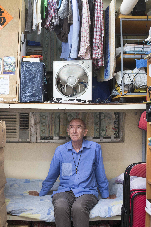 他住廟街劏房,與基層一起生活