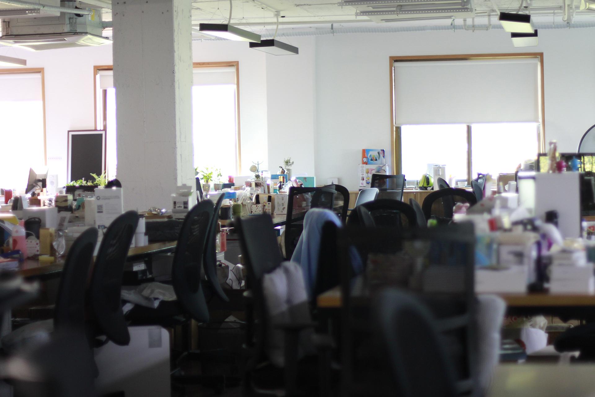 《一条》的辦公室,裝潢簡單俐落。