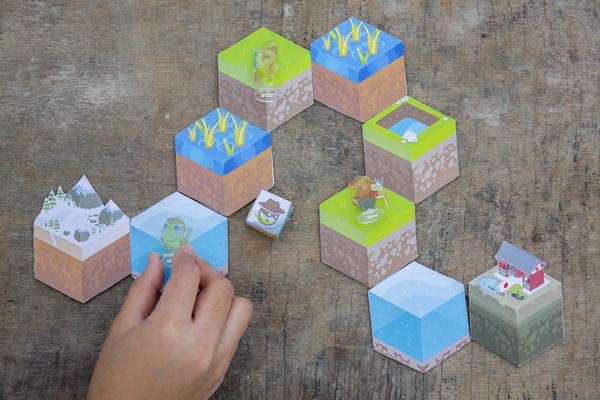 「大遷徙」玩家先隨機抽取十二塊六角型地形卡作為遊戲路線,當中包括水塘、水稻田、海洋、草地等區域,禾花雀、獵人和農夫要鬥快到終點。