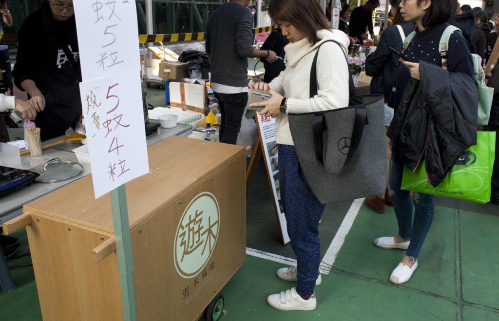 上周末的深水埗熟食墟,陳嘉興首次用平民美食車擺檔。