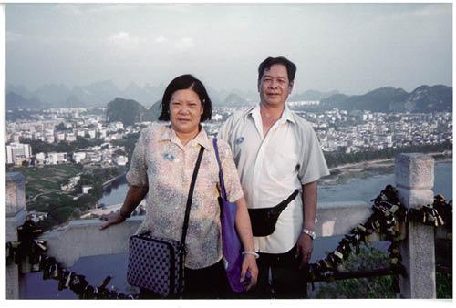 雖然吳伯伯與芳姐未完婚,但大家心中早有對方,視之為老公老婆的關係。