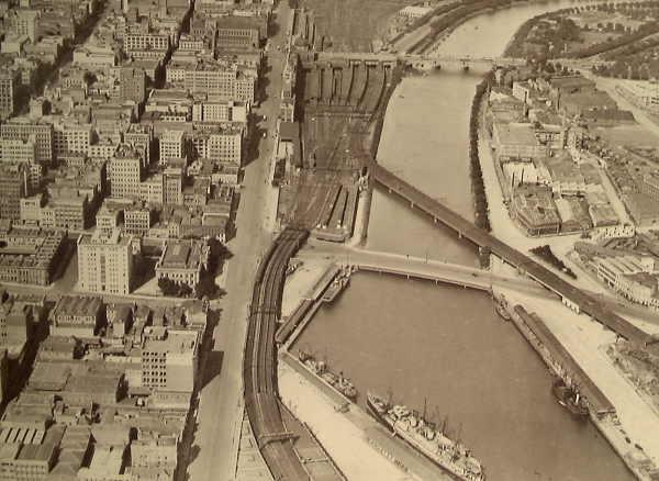 Sandridge Bridge於1928年的舊照(圖片來自維多利亞州立圖書館)