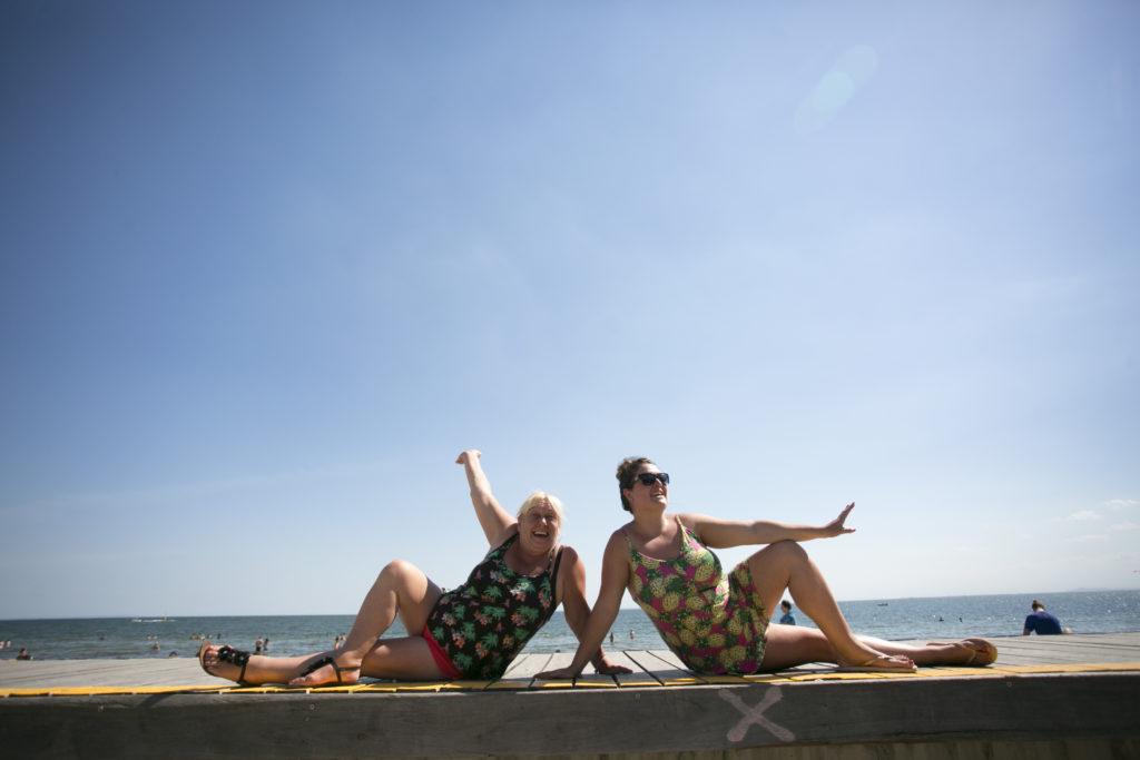 """着人們在沙灘上創意十足的各類「活動」,你絕對會感到 """"make my day""""。"""