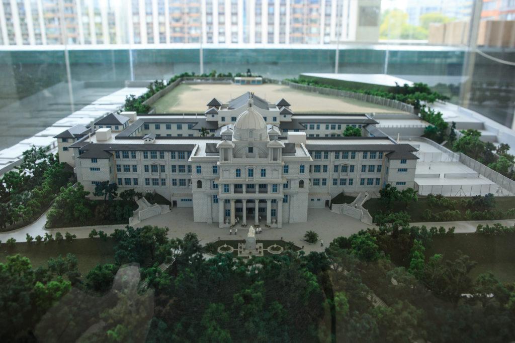 舊址於碧華花園的舊校舍模型,滿載着一 代人的回憶。