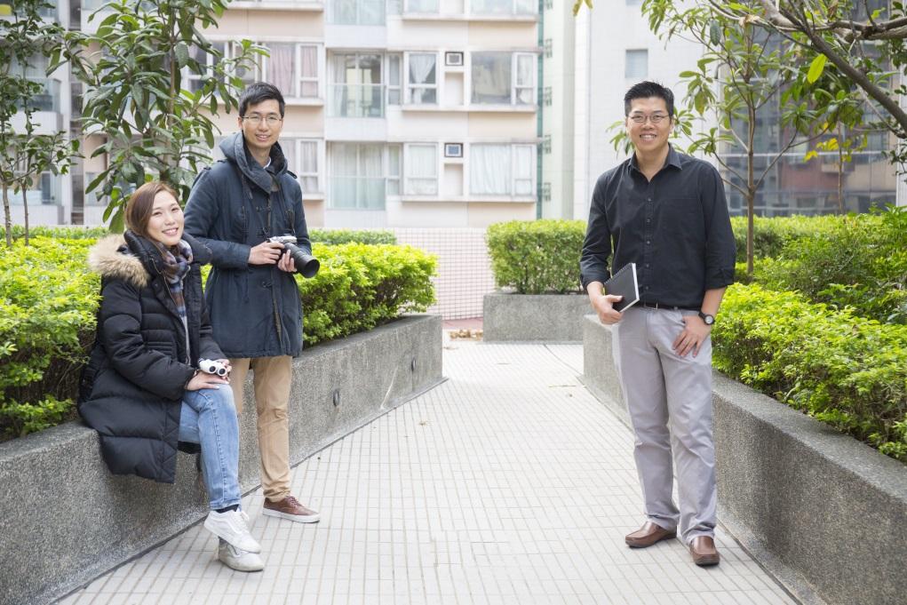 建築師Tony(右)與城鳥鄰居創辦人Pamela(左)和Vincent(中)合作舉辦導賞團,一邊認識雀鳥,一邊講解建築物如何可以更有利雀鳥生存。