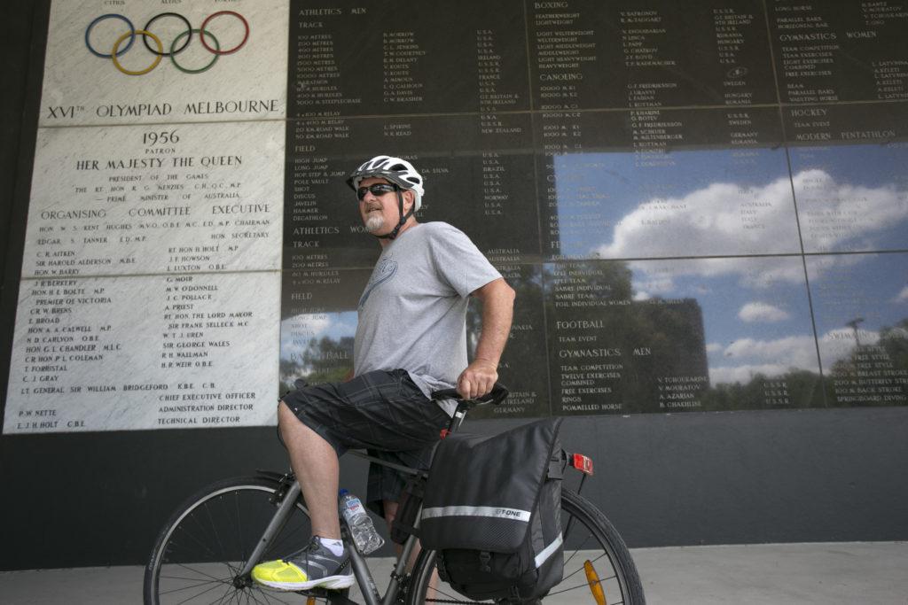 Bryan說政府近年才積極鼓勵市民騎單車,因此並非每條路段都有指定單車徑。