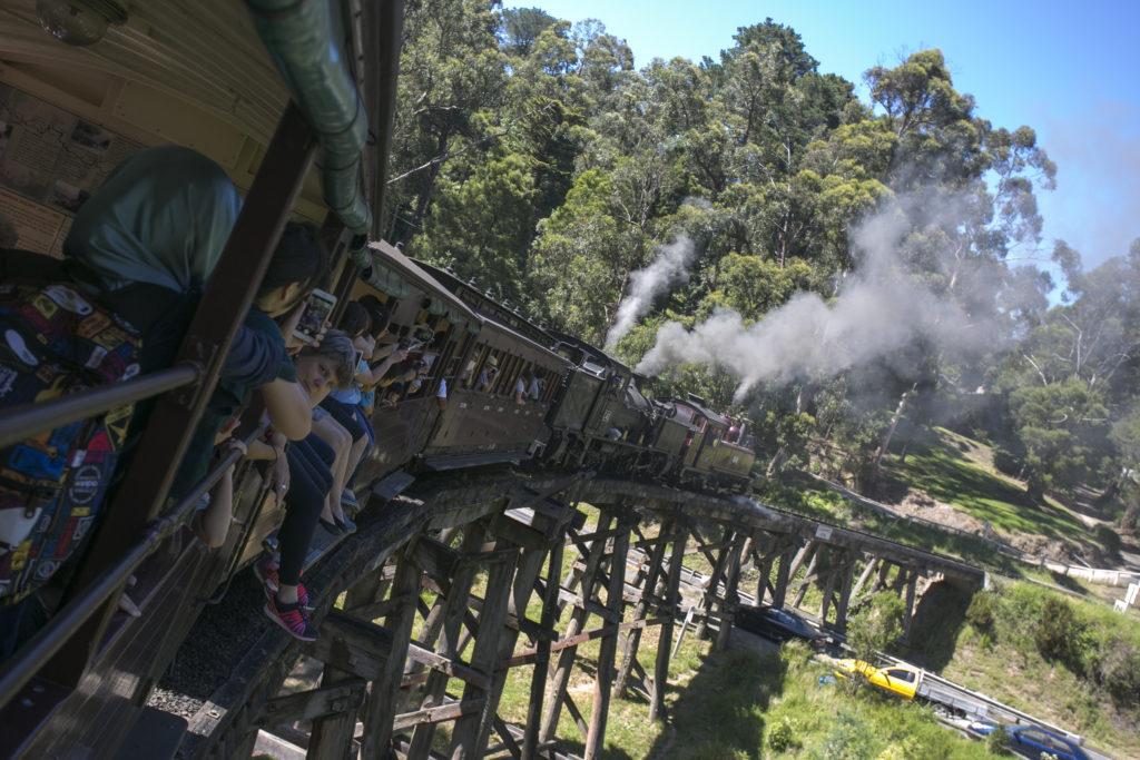 火車,被稱為去墨爾本必須做的事;一天只有四班車,當天又告爆滿。