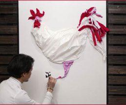為了設計雞年裝飾,Edman試過多種材料和組合方法。這隻雞無論顏色、選材或形態,都有別於市面常見的賀年裝飾,他反問「點解唔可以minimal啲?」