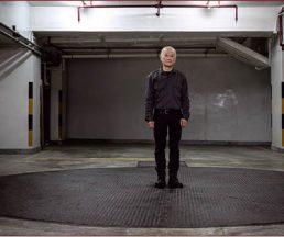 謝德慶的作品沒有支配時間,時間是主角,人與空間只是展示時間流動的配角。