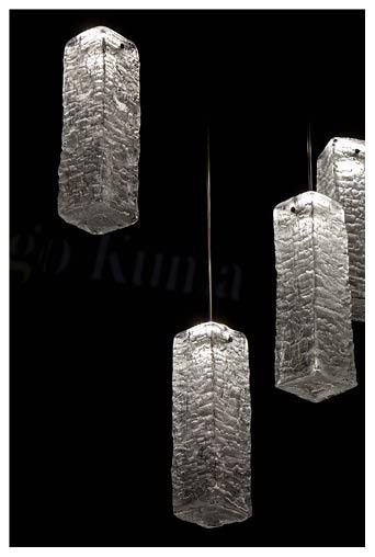 半透明手工玻璃燈竟能保留木頭的紋理和裂痕,務求呈現木頭深處的靈魂。