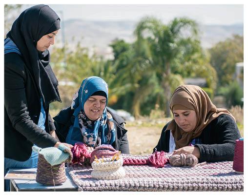 來自以色列特拉維夫的社企品牌Iota project,專門聘請當地婦女學習勾織手技,方便在家邊照顧孩子邊工作,賺取合理收入。